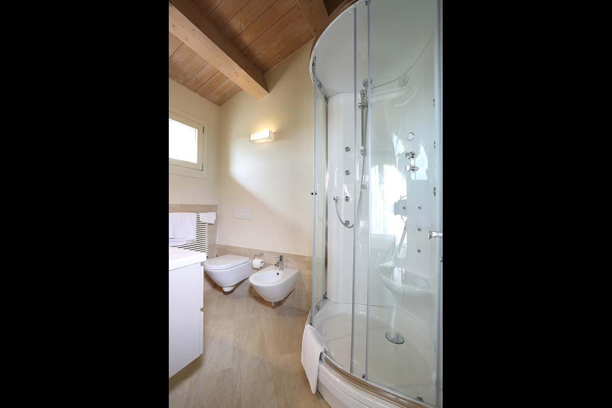 camera-rosa-trere-bagno