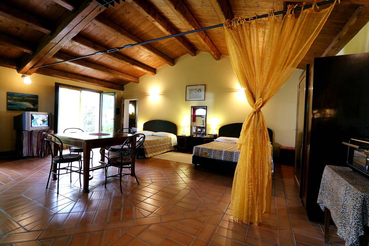 Sala-Rossa-appartamento-faenza-trere