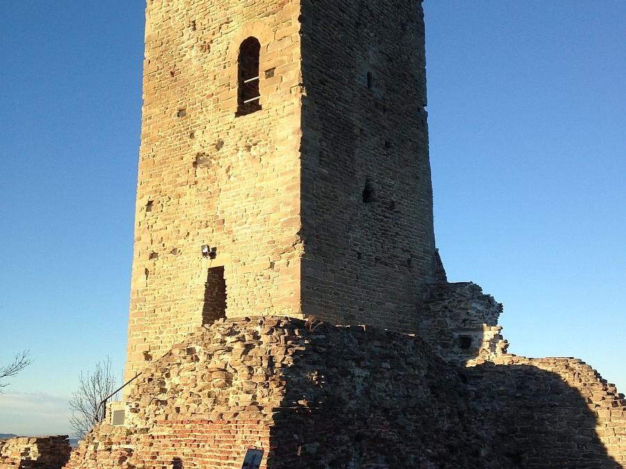 Monte Battaglia :una antica Torre che domina l'Appennino  Romagnolo!