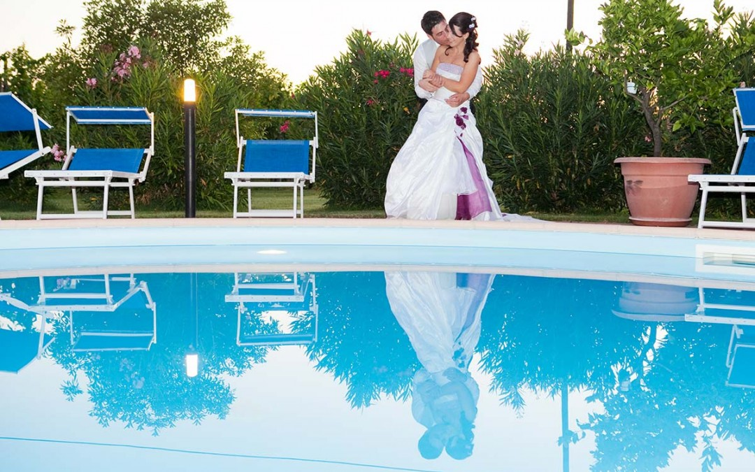 Matrimonio bordo piscina