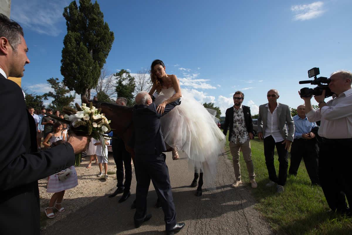 cavallo-chiesa-casale-sposi